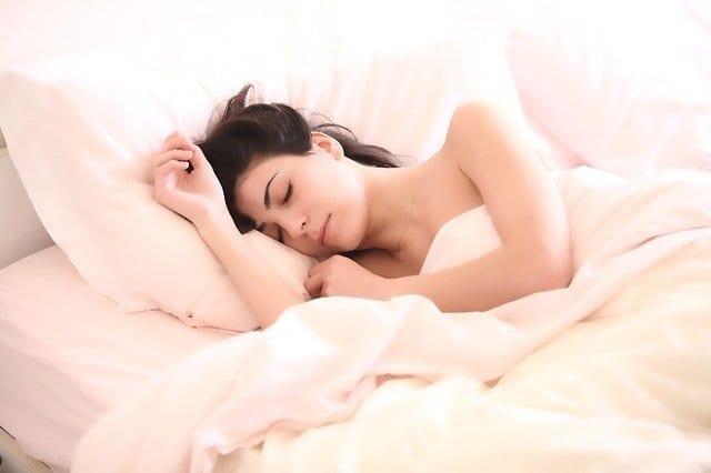 Schlafstörung & Kneipptherapie I Blogbeitrag Schlafprobleme: Von Schafen, zappelnden Beinen und Foltermethoden